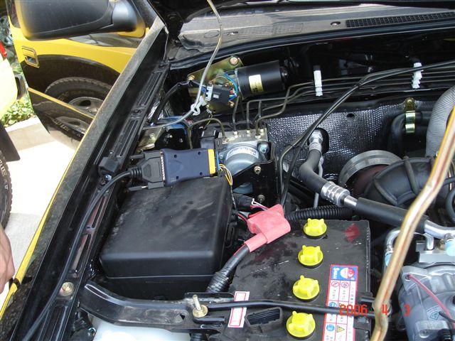 福美莱323 汽车诊断座的位置 福美莱323的诊断座在发动机舱内,司机左