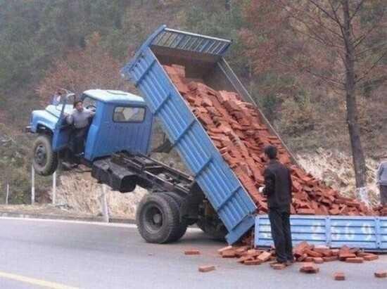 运砖头的车
