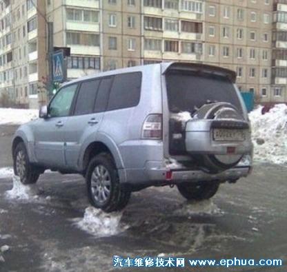 冰面上的汽车